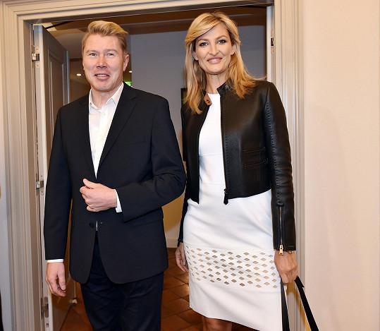 Během poslední návštěvy čekaly Maxovou samé příjemné povinnosti. Například setkání se starým známým - závodníkem Häkkinenem.
