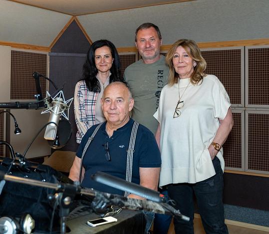 Během práce ve studiu Rytířové se potkal Ivan Vyskočil v roli vypravěče s autorem projektu Liborem Adamem a spisovatelkou Helenou Beránkovou.