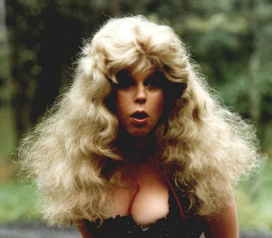 Lenka Kořínková ve filmu Buldoci a třešně (1981)