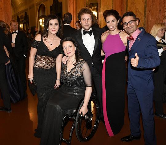 Na plese podpořili Centrum Paraple.