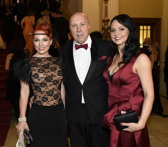 Spolu s ním také vítala hosty, na snímku zpěvačku Míšu Noskovou.