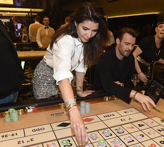 Také Leoše s Monikou zlákal hazard.