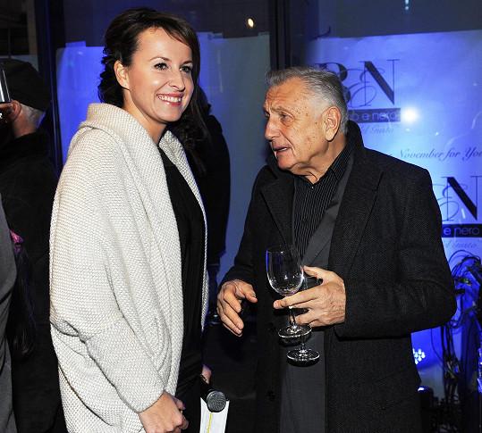 Lucie moderovala otevření nové pobočky kadeřnictví, jejímž kmotrem se stal Jiří Menzel.