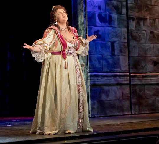 Zpěvačku známe z muzikálů Divadla Broadway.
