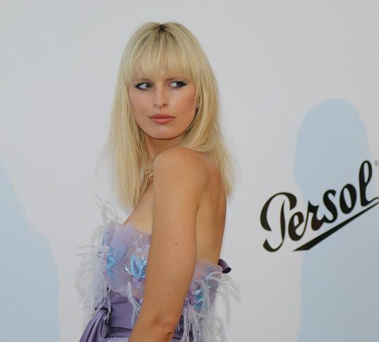 Karolíně Kurkové se dostalo cti být na premiérové titulce československé Vogue.