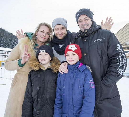 Martin s Annou Polívkovou, Markem Němcem a filmovými dětmi.