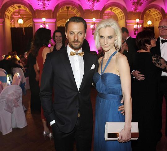Nebo modelka Barbora Vida Kolářová s manželem.