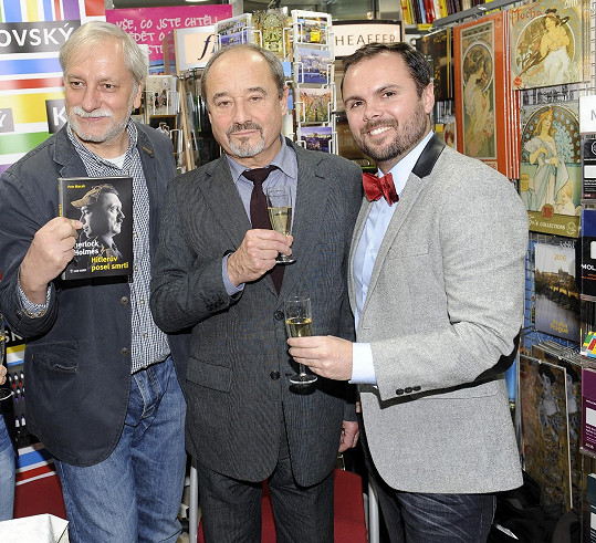 Viktor Preiss se Zdeňkem Zelenkou pokřtili novou knihu o Sherlocku Holmesovi.