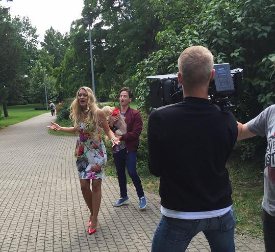 Bára a Milan během natáčení