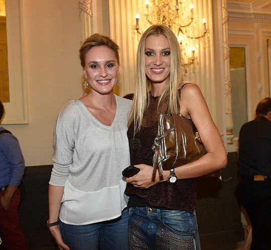 Zuzka vyrazila na přehlídku We Are Replay pořádanou v rámci Unique Fashion Weeku, kde se potkala s kamarádkou Katkou Průšovou.