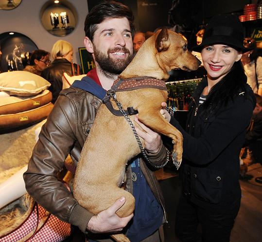 Sandra Nováková s přítelem a psí slečnou Bambulí