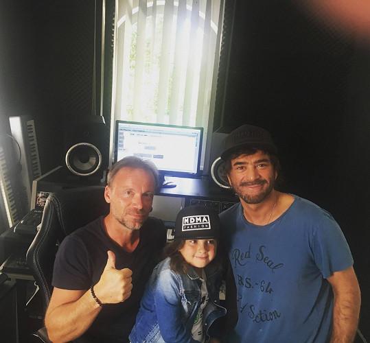 Sagvan se Satinkou a Zdeňkem Hrubým natáčeli ve studiu spot pro Děti ráje.