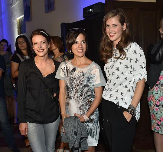 Bývalé i současné seriálové kolegyně Andrea Kerestešová, Kristýna Janáčková a Jana Bernášková na přehlídce známé polské značky.