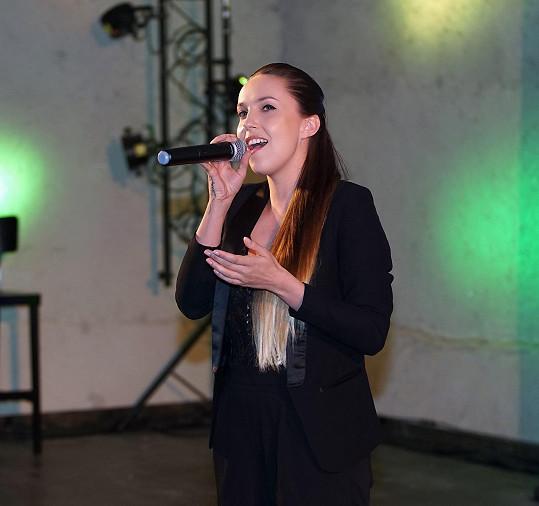 V rámci programu zazpívala zpěvačka Yanna.