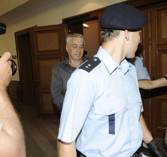 Josef Rychtář byl po druhé hodině předveden k soudu.