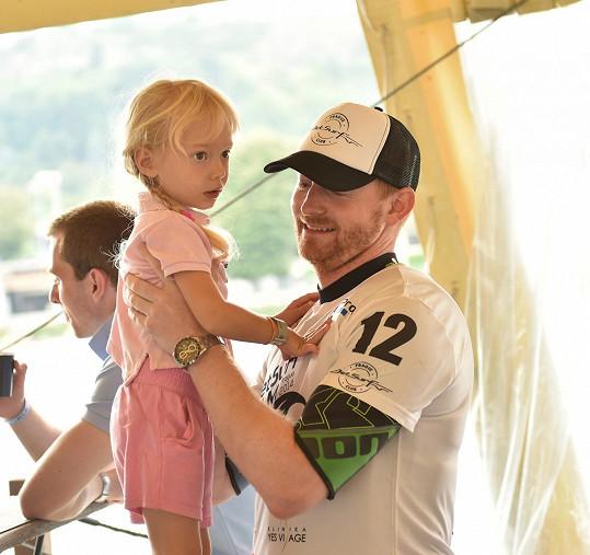 Svoboda vzal dceru na závody, kterých se také sám aktivně účastnil.