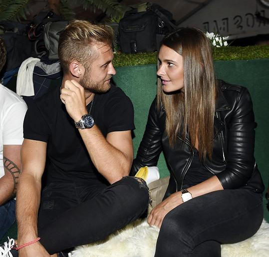 Nikol Švantnerová randí s fotbalistou Patrikem Dresslerem.