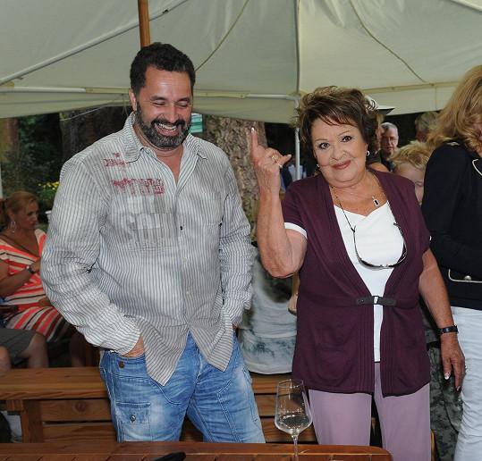 Herečka nechtěla být rušena během družného rozhovoru s Martinem Dejdarem.