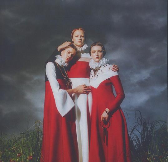 Bára se objevuje například v kampani pro módní dům Valentino.