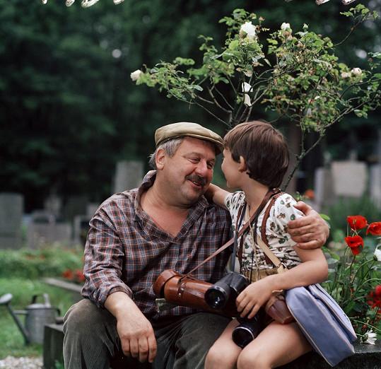 Tomáš Holý s filmovým dědou Josefem Karlíkem