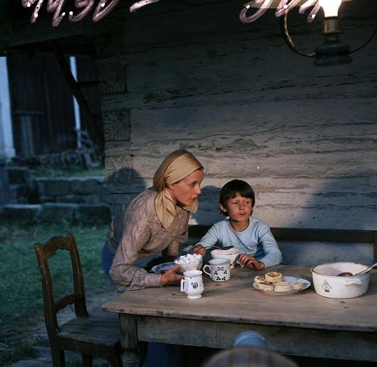 Ve filmu Jak dostat tatínka do polepšovny s Janou Preissovou.