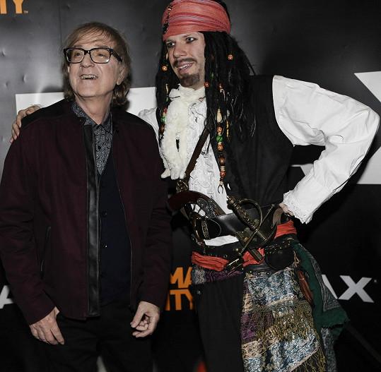 Meky Žbirka s těžce nepovedeným českým Jackem Sparrowem