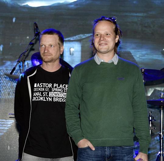 Bratři Hádkové hrají v soutěžním filmu Kobry a užovky.