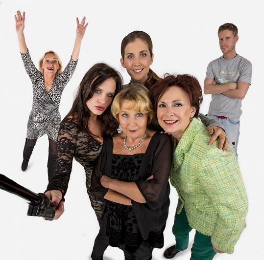 V komedii P.R.S.A. si zahraje i Jana Bernášková, Kristýna Leichtová, Jaromír Nosek a další herci.