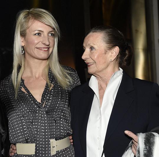 Maminka doprovodila Annu na premiéru filmu Špindl.