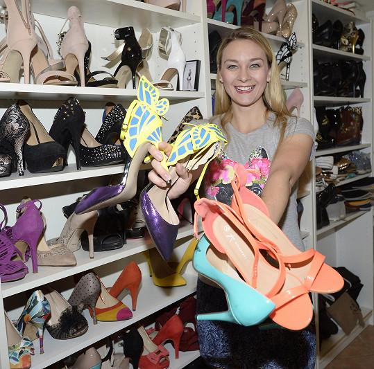 Mottlová má obrovskou sbírku bot.
