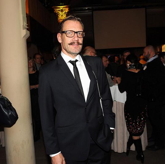 Mezi muži ve filmu exceloval David Matásek jako gay.