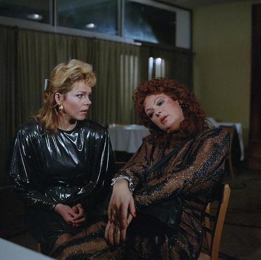 Osmdesátá léta a televizní komedie Ohnivé ženy mezi námi (1987)