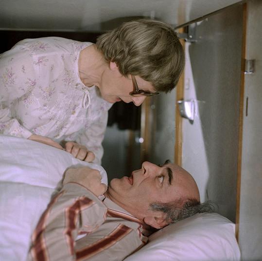 Josef Bláha a Alena Kreuzmannová ve filmu Lůžko