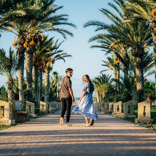 V krátkém videu, které je sestřihem vzpomínek z dovolené na tuniském ostrově Džerba, najdete také finalistku loňské SuperStarLucii Bikárovou.