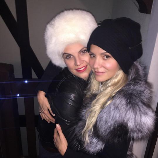 Do Špindlu přijela hlavně za svou kamarádkou Evou Skallovou, která svádí boj s těžkou nemocí. Ze srdce jí za redakci Super.cz přejeme hodně sil a brzké uzdravení.