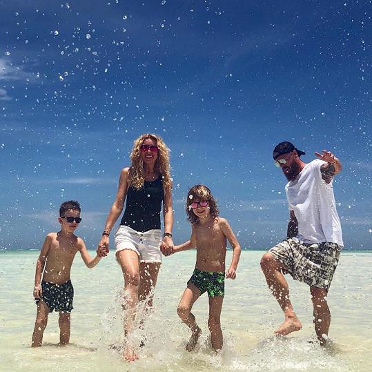 S manželem a syny strávila dva týdny v Africe.