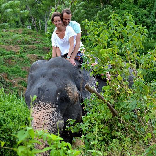 Se snoubencem Filipem ve sloním útulku
