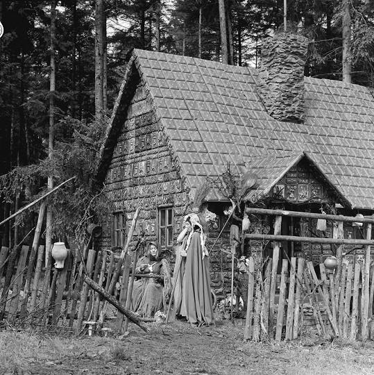 Luba Skořepová a Jana Andresíková si střihly čarodějnice.