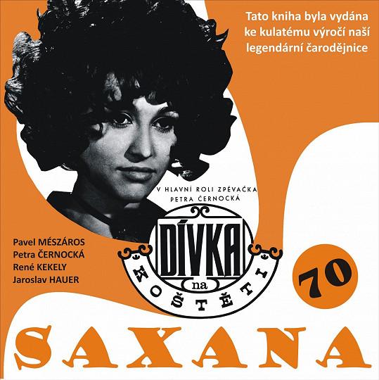 Obálku životopisné knihy Petry Černocké tvoří filmový plakát z Dívky na koštěti.