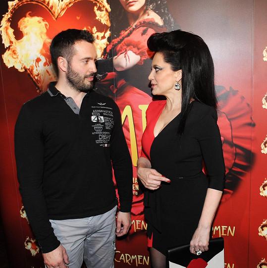 Lucie a Vašek aktuálně hrají v představení Addamsova rodina. Milence budou hrát ale znovu až od října v Carmen.
