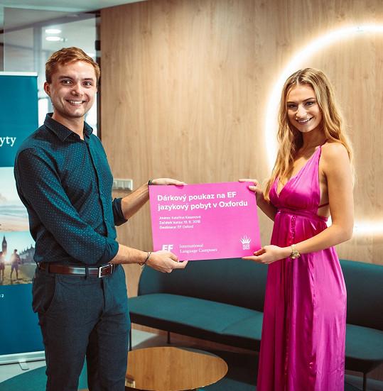 V rámci školení si aktuální vítězka soutěže Kateřina Kasanová odnesla i dárkový poukaz na výuku angličtiny, aby se zdokonalila před světovou soutěží krásy.