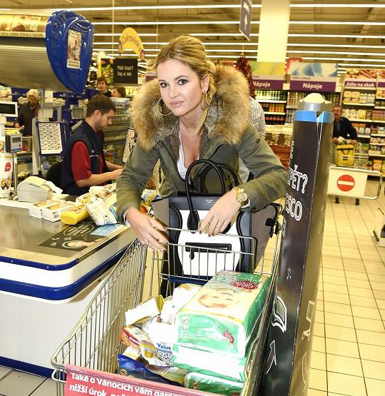 Monika Babišová se také rozhodla pomoct.