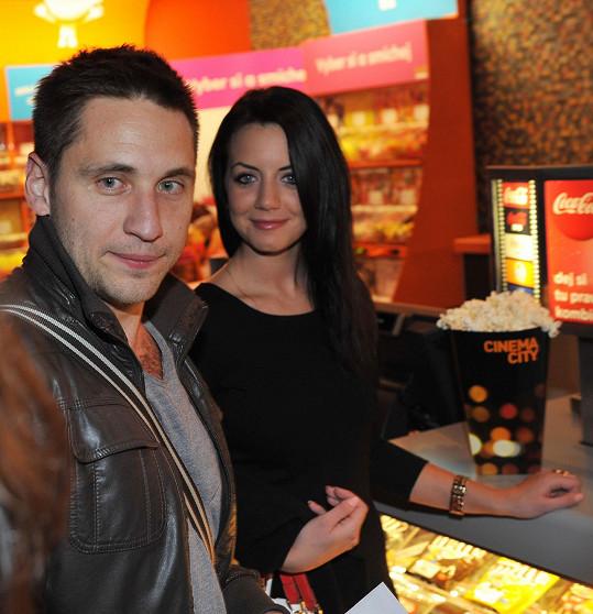 Černovláska Martina v listopadu doprovodila do kina.