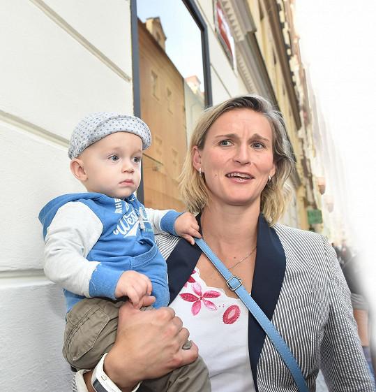 Bára je maminkou syna Janka, ale stále zvládá být i světovou rekordmankou.