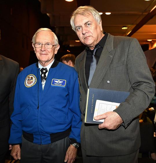 Duke s Pavlem Toufarem, českým odborníkem na vesmír a kosmonautiku.
