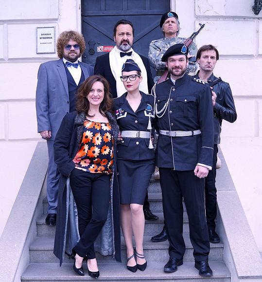 Janek Ledecký společně s kolegy z muzikálu Iago před představením nasával velikonoční atmosféru.