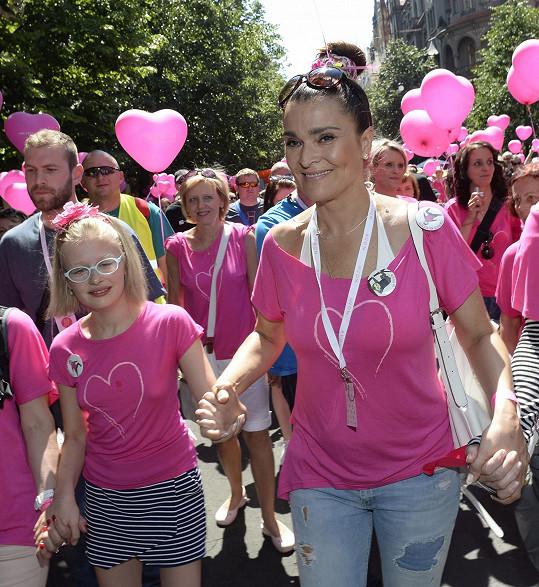 S Mahulenou jsem si povídali během její účasti na Avon pochodu proti rakovině prsu.
