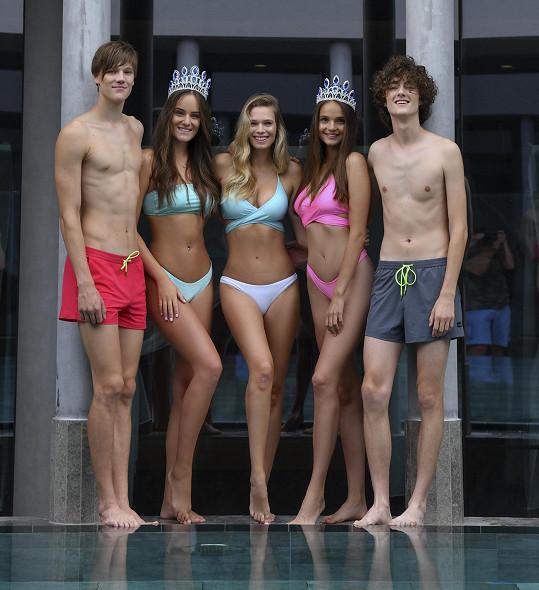Vítězky a vítězové Miss a Mr. Look Bella v plavkách, které navrhla Nela.
