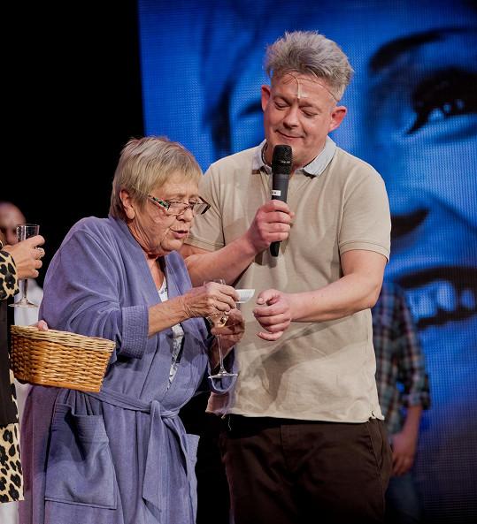 Jaroslava se objevuje na prknech Divadla Broadway a v Ulici.