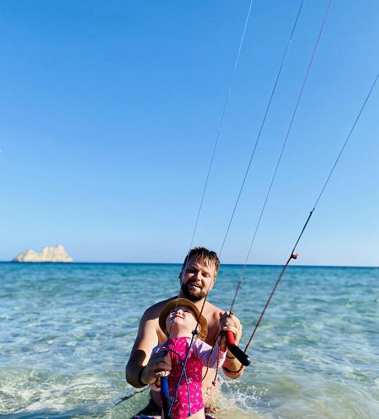 V létě se s rodinou podíval i k moři.